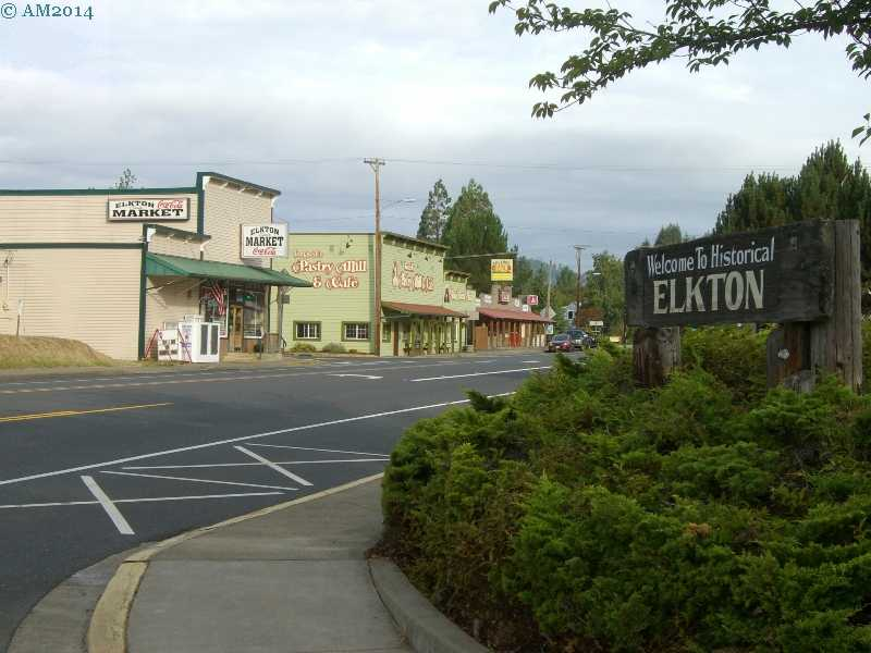 The entrance welcome sign to Elkton, Oregon.