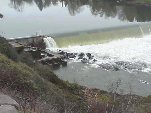 Winchester Dam on the North Umpqua River, Winchester, Oregon.