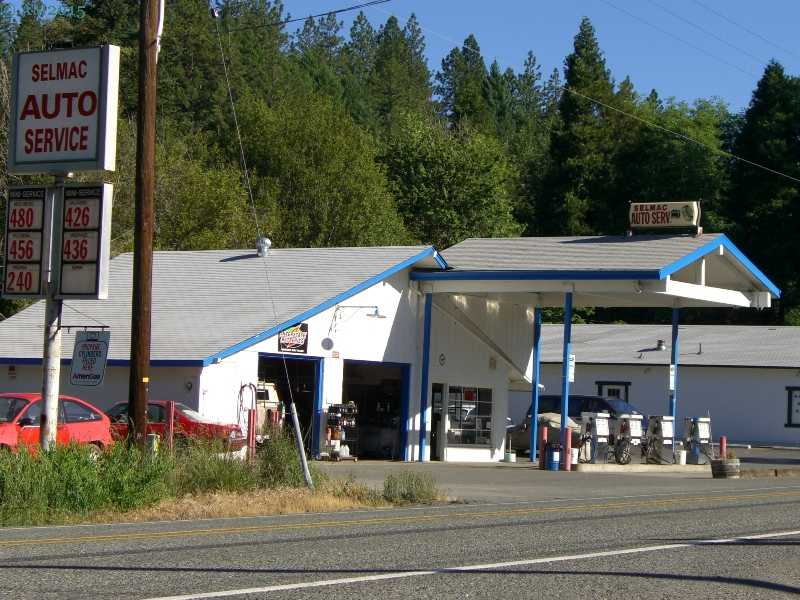The store and gas station in Selma, Oregon.