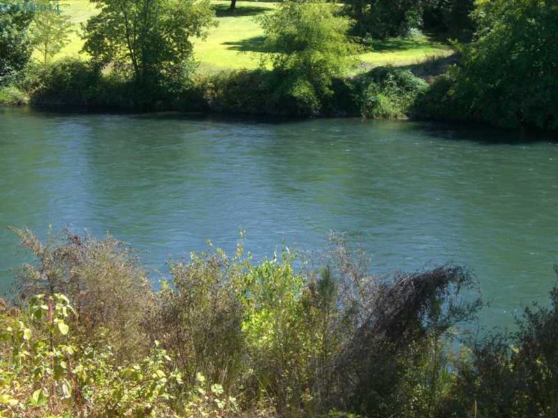 The Rogue River across from the library in Shady Cove, Oregon.